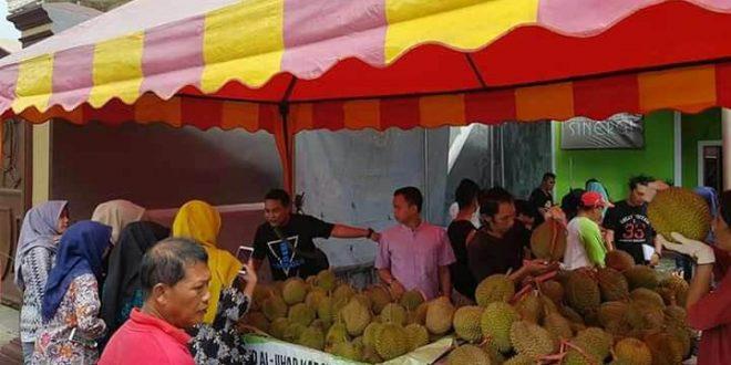 Cari Durian Manis dan Legit, Kedai Durian Bang Iyo Jagonya